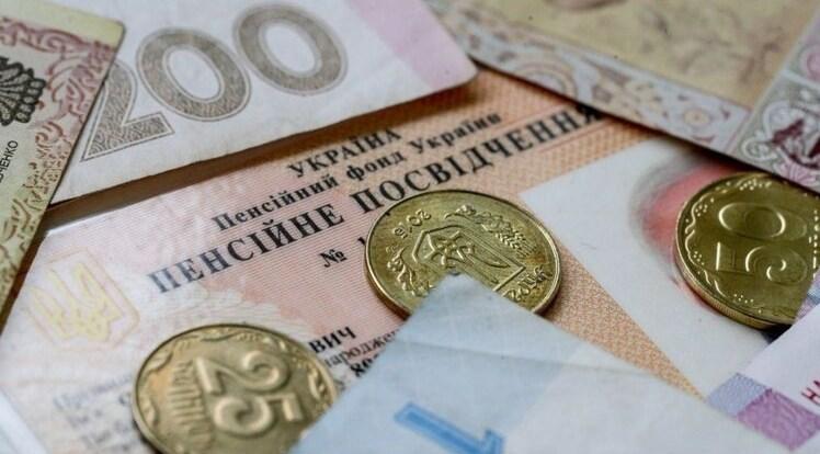 Соціальні пенсії з наступного року замінять мізерною допомогою в 600 гривень місяць, і то не для всіх.