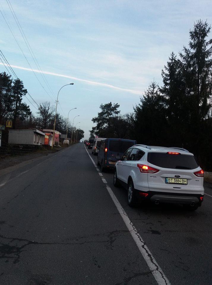 """На КПП """"Ужгород"""" утворилася довжелезна черга"""