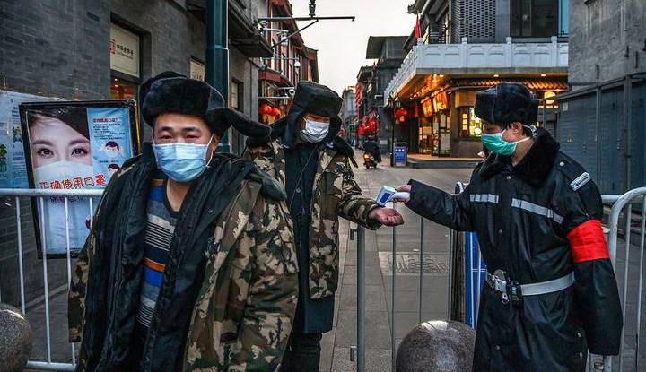 У Китаї і після спаду епідемії на кожному кроці міряють температуру.