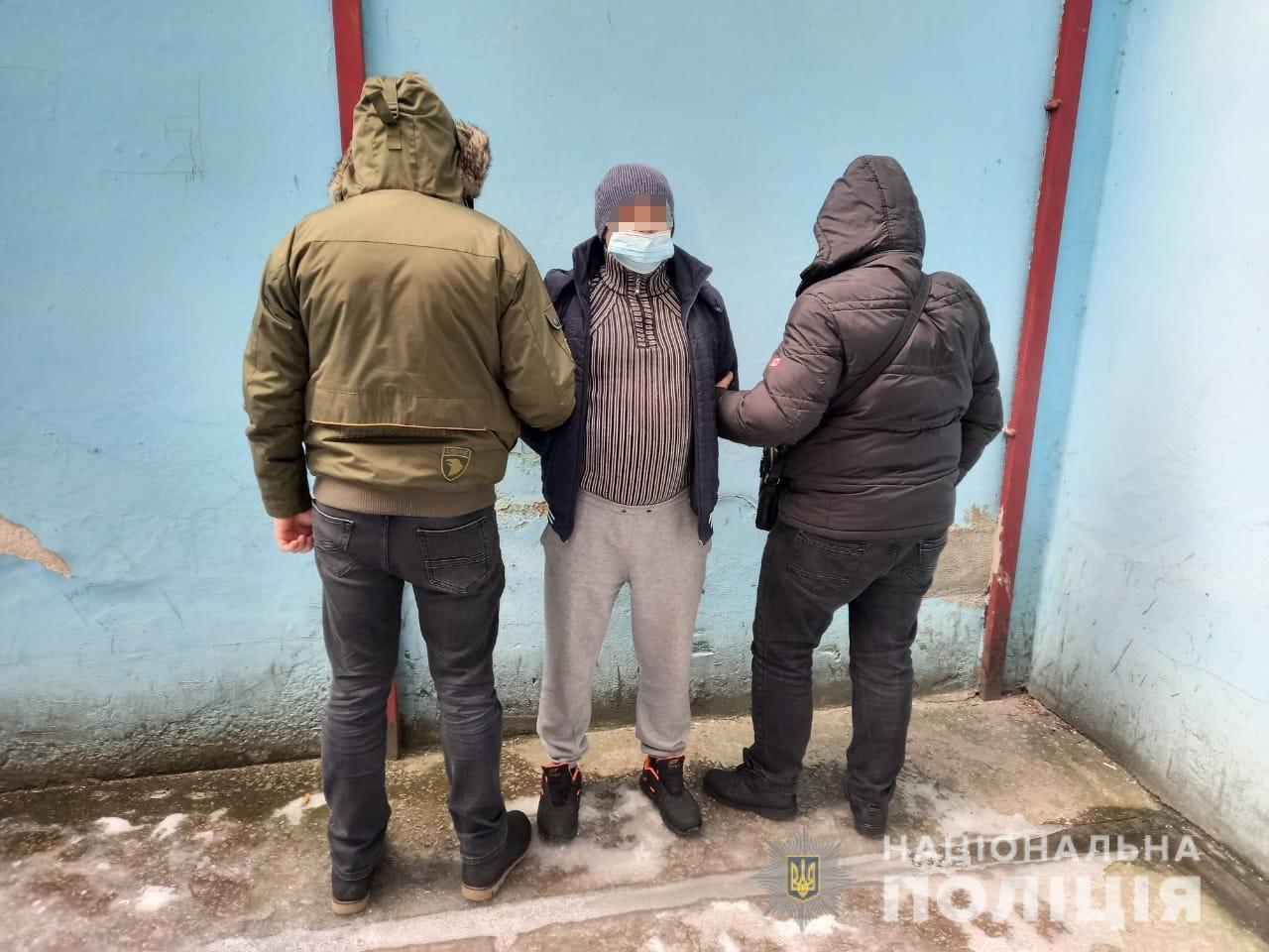 Співробітники сектору кримінальної поліції Тячівщини отримали оперативну інформацію, що на території Київської області може переховуватися закарпатець, який фігурує у двох кримінальних провадженнях.