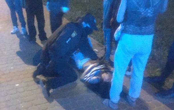 Близько опівночі у Львові особи ромської національності влаштували бійку, в результаті якої одна людина отримала ножове поранення.