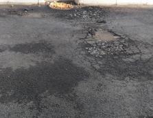 Яма на ямі: в мережі оприлюднили шокуючі фото ремонту вулиці Капушанської в Ужгороді (ФОТО)