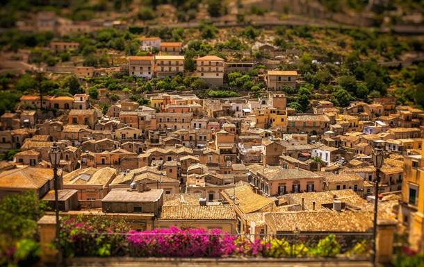В Італії на острові Сицилія виставлено на продаж сотню житлових будинків вартістю всього за один євро.
