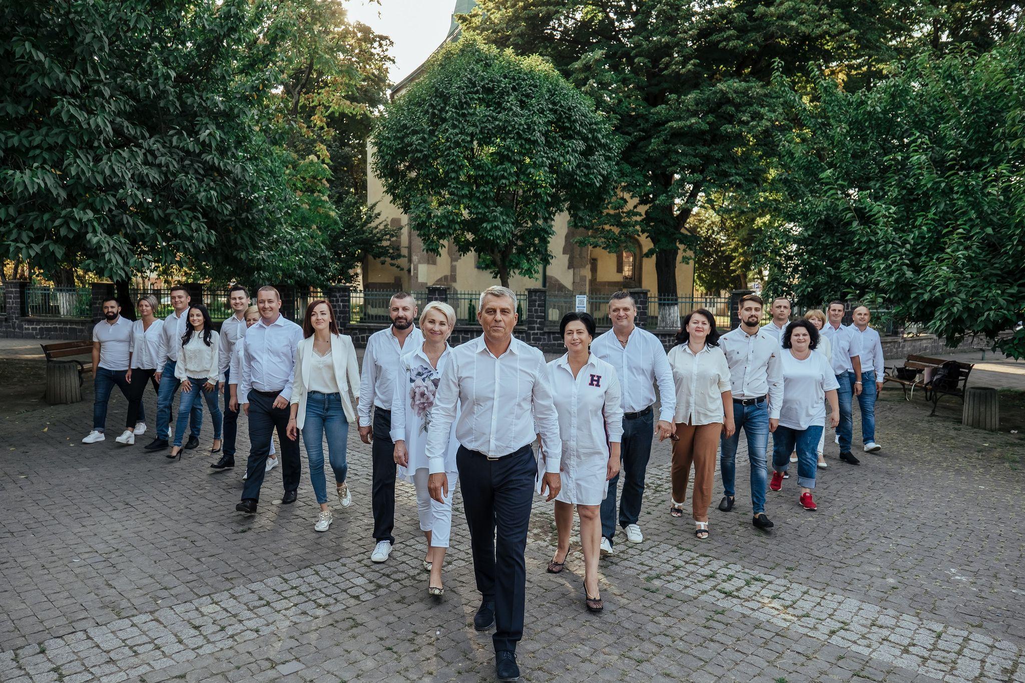 Серед інших кандидатів на посаду голови Виноградівської ОТГ Іван Бушко помітно виділяється значним  досвідом господарника, громадського й політичного діяча.