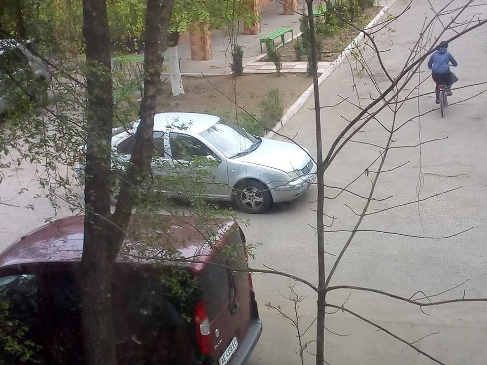 Про леді-автохамку у середмісті Виноградова повідомляють у соцмережі Фейсбук.
