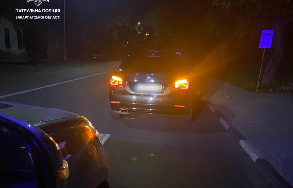 Чоловік, після позбавлення права керування судом, керував автомобілем і попався поліцейським