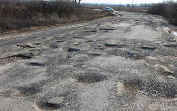 На Закарпатті майже 90% доріг не мають асфальтового покриття