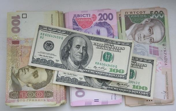 Курс долара на міжбанку в продажу зріс на вісім копійок - до 26,38 грн/дол, курс у купівлі піднявся на 10 копійок - до 26,36 грн/дол.
