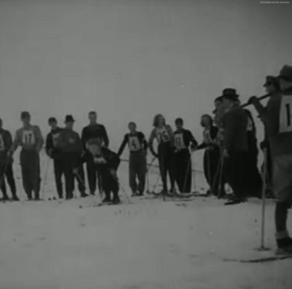 На кадрах травневі лижні змагання на відеокадрах 1942 року.
