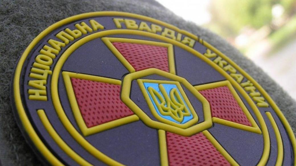 За минуло добу в місті Ужгороді гвардійці 3 батальйону 2 Галицької бригади Нацгвардії України передали працівникам поліції трьох осіб, які при собі мали ймовірні наркотичні речовини.