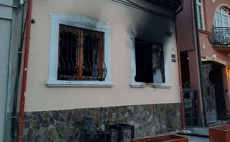У Кракові завершився процес трьох поляків, обвинувачених у теракті в Україні – підпалі угорського центру в Ужгороді в лютому 2018 року.