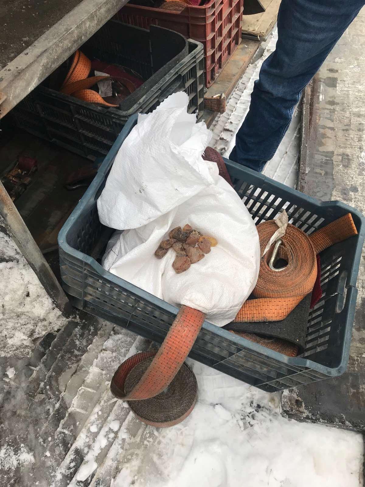 Сьогодні, 4 грудня 2019 року, на митному посту «Тиса» працівники Закарпатської митниці ДФС запобігли незаконному вивезенню з України незадекларованого товару.