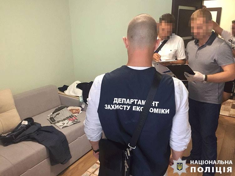 Правоохоронці викрили та задокументували протиправну діяльність працівників Закарпатської митниці.