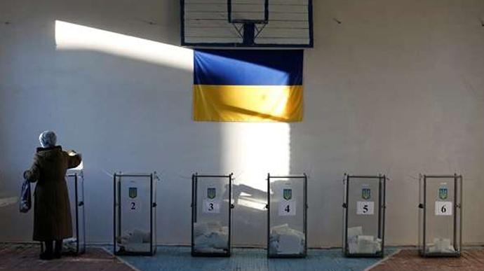 Як повідомляє Громадянська мережа ОПОРА, вчора, 27 вересня, Рахівська міська ТВК зареєструвала двох кандидатів на посаду міського голови з однаковим іменем і прізвищем – Олександр Медвідь.