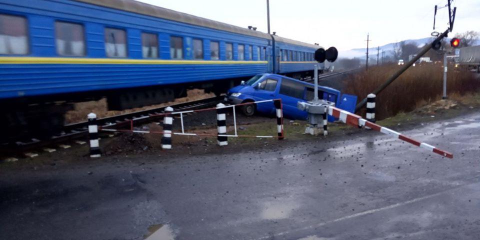 Сьогодні, 5 березня, о 05:43, на службу «102» надійшло повідомлення про автомобільну аварію в селі Бороняво, що на Хустщині.