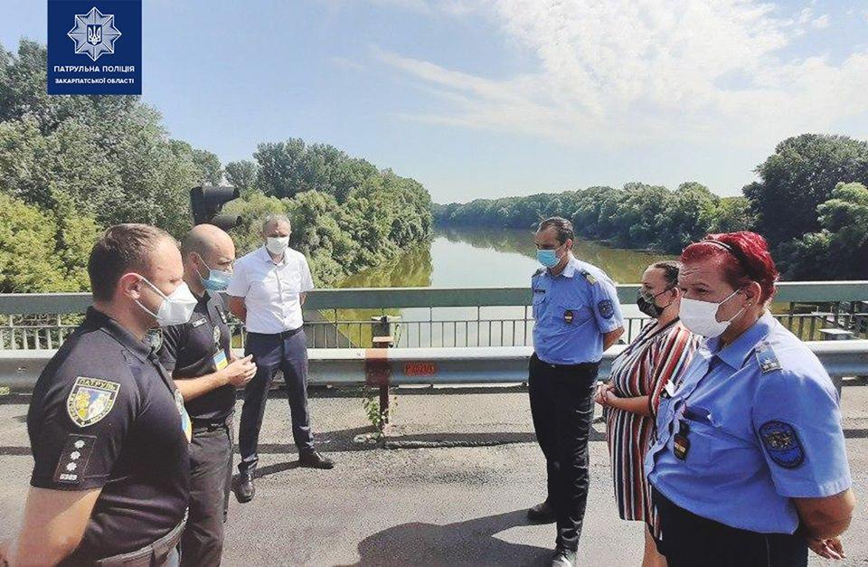 Керівництво Закарпатських патрульних ініціювало зустріч з керівниками угорської прикордонної поліції міста Загонь, щоб обговорити можливість врегулювання проблем з чергами на кордоні.