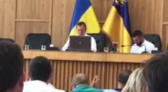 Депутати Ужгородської міської ради достроково припинили повноваження заступника міського голови Івана Шимона.