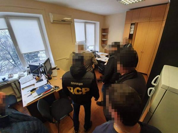 Щомісячно підприємець повинен був перераховувати на картку дружини затриманого 5 000 грн.
