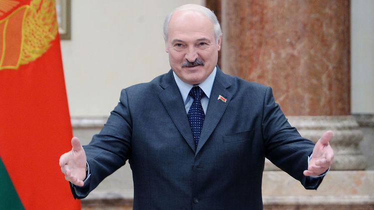 Лукашенко вважає коронавірус психозом і карантин не вводить.