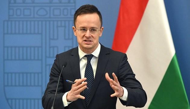 Глава місії ОБСЄ в Києві, за словами Сіярто, не дозволяє своїм членам контактувати з представниками угорської меншини.