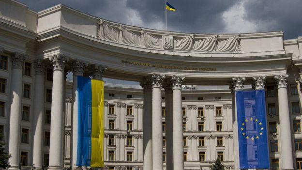 Сьогодні в Україні відзначають день дипломатичного працівника. Дипломатами вищого рангу, які постійно представляють інтереси України за кордоном, є посли.