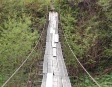 На Прикарпатті 10-річна дитина впала з підвісного мосту