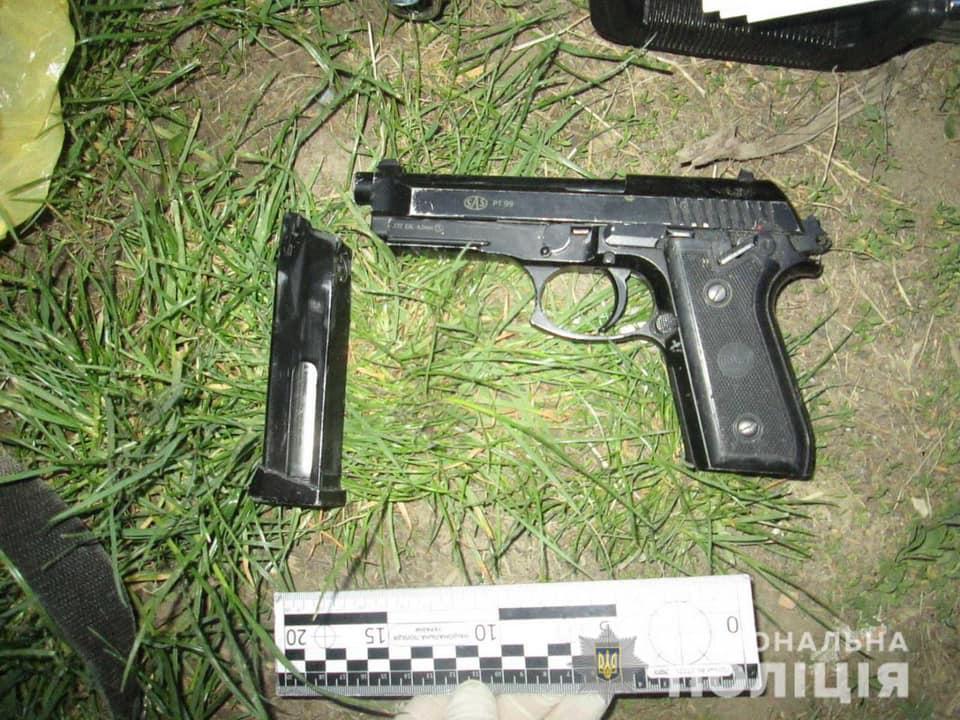Вечером, около 20.00 часов, к полиции Мукачева обратился 47-летний житель города с сообщением о нападении на него.