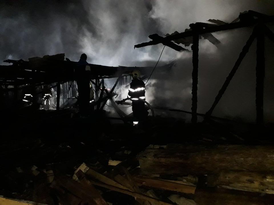 Міжгірські пожежники гасили вогонь на пилорамі