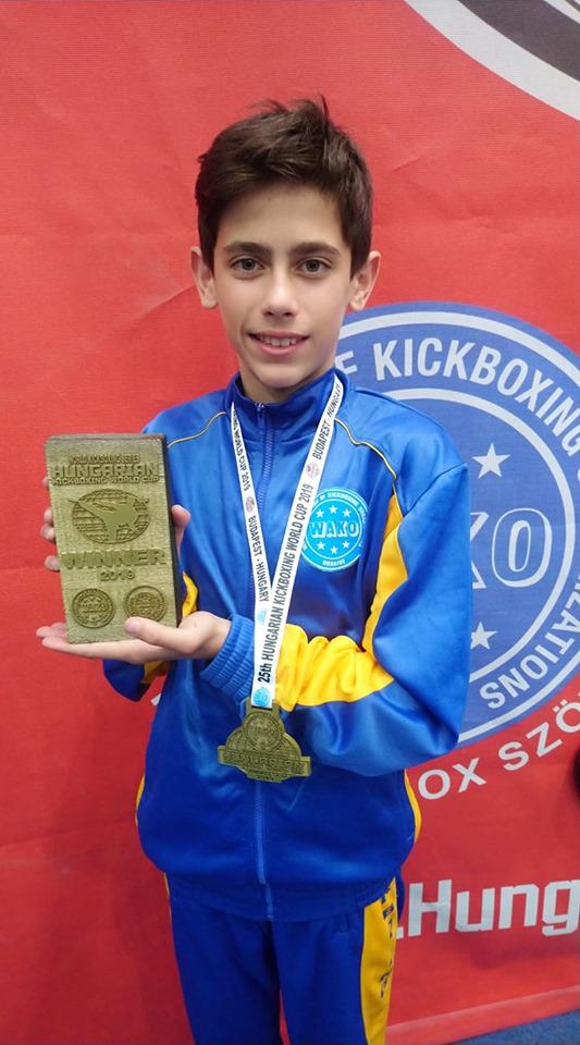 Фото 2 - Закарпатець став володарем Кубку світу з кікбоксингу (ФОТО)