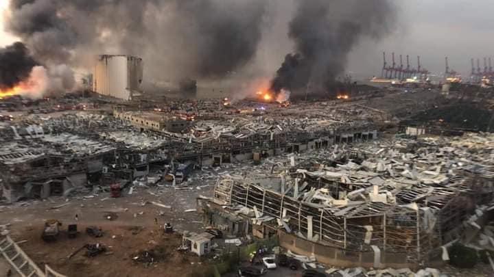 Великий вибух стався в ліванській столиці Бейрут, поранивши людей і розбивши вікна в будинках по всьому місту.