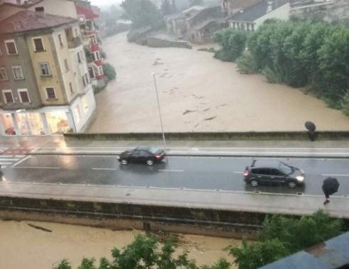 На півночі Іспанії сильні зливи призвели до повені.