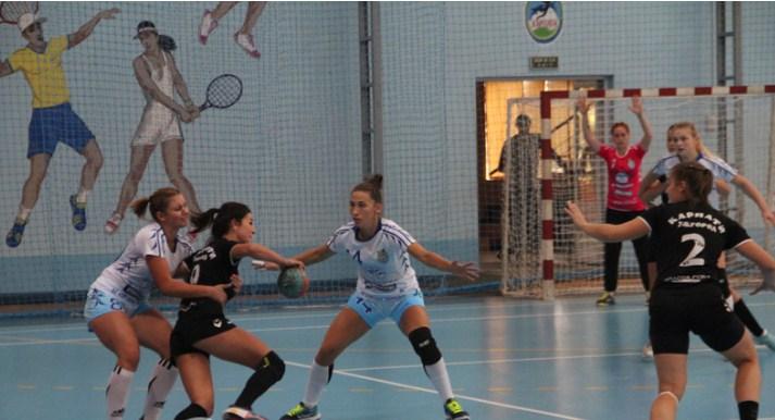 17–18 грудня в Южному відбулися матчі 6-го туру жіночої Суперліги України з гандболу між миколаївським «Реалом» та ужгородськими «Карпатами».