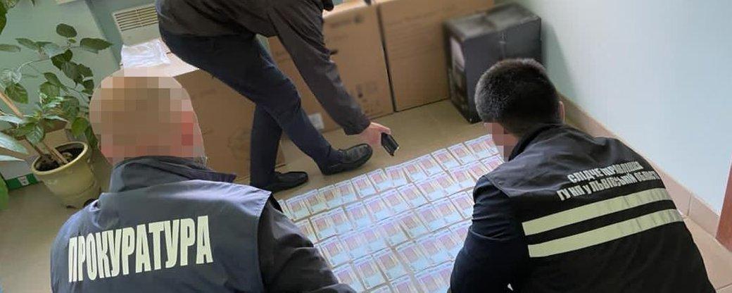 Підозрюваного затримали одразу після передачі грошей.