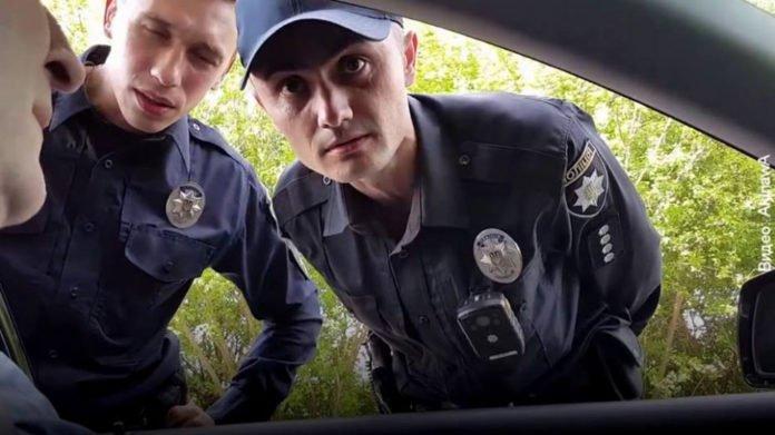 Стало відомо за яких умов суд може скасувати штраф та що має зробити водій коли його зупинили.