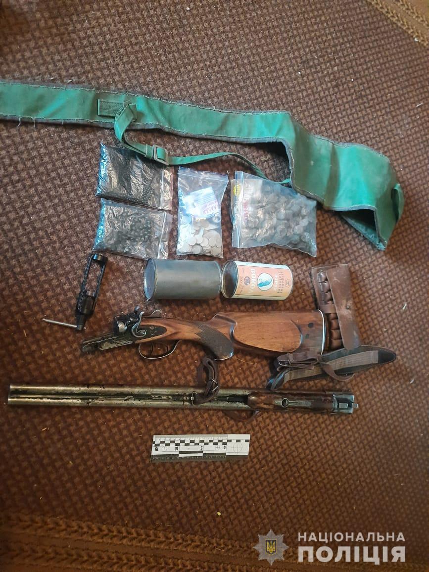За фактом незаконного поводження зі зброєю та боєприпасами слідчі поліції відкрили кримінальне провадження. Заборонені предмети вилучили та направили на експертизу.