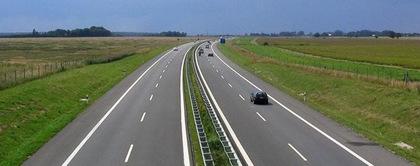 Стало відомо, скільки потрібно буде заплатити в Новому році за проїзд дорогами Угорщини