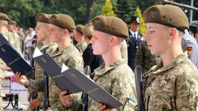 Ситуацію заплутав указ президента Зеленського, який оголосив призов з 18 років.