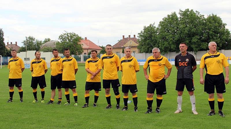 ФК «Карпати» Мукачево виграли групові змагання чемпіонату України з футболу серед ветеранів 55 років і старше, які проходили 18-20 вересня в Мукачеві на стадіоні «Харчовик».
