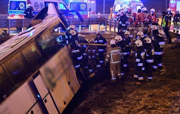 Ще п'ятеро пасажирів автобуса досі в лікарні з травмами різної тяжкості, одна жінка - у важкому стані.