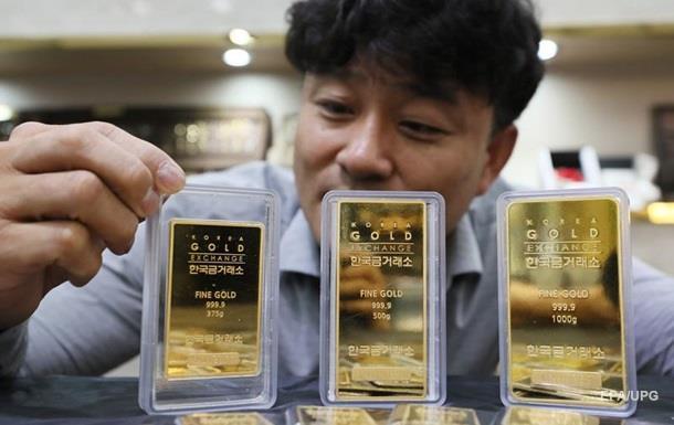 Інвестори почали вкладати гроші в такі активи, як золото, замість того, щоб шукати більш ризиковані вкладення на зразок акцій.