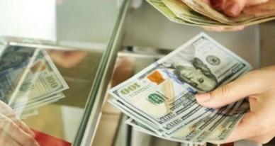 Перед вихідними курс долара в обмінниках київських банків пішов вниз, повідомляє BIN.ua.