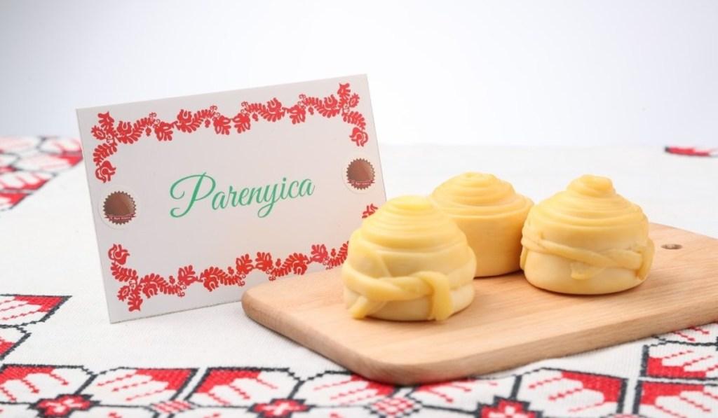 """Фахове журі відзначило медаллю такого гатунку сир """"Пареніца"""", виготовлений шомським майстром Левенте Баркасі."""