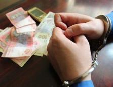 Міжгірський службовець за оформлення допомоги по безробіттю вимагав 6 тисяч гривень