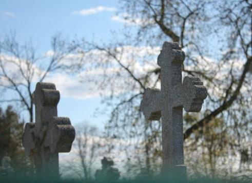 Активісти однойменного об'єднання (ОХІБ) облаштували на міському цвинтарі понад півсотні поховань та надгробних пам'ятників, посадили тут живі квіти.
