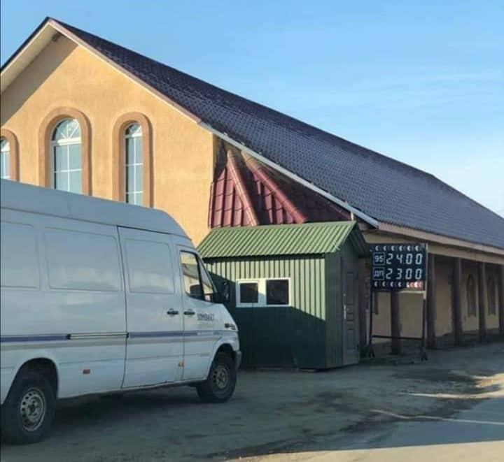 Про ймовірно незаконну АЗС, яка функціонує у одному із сіл Тячівщини правоохоронцям повідомив небайдужий місцевий мешканець.