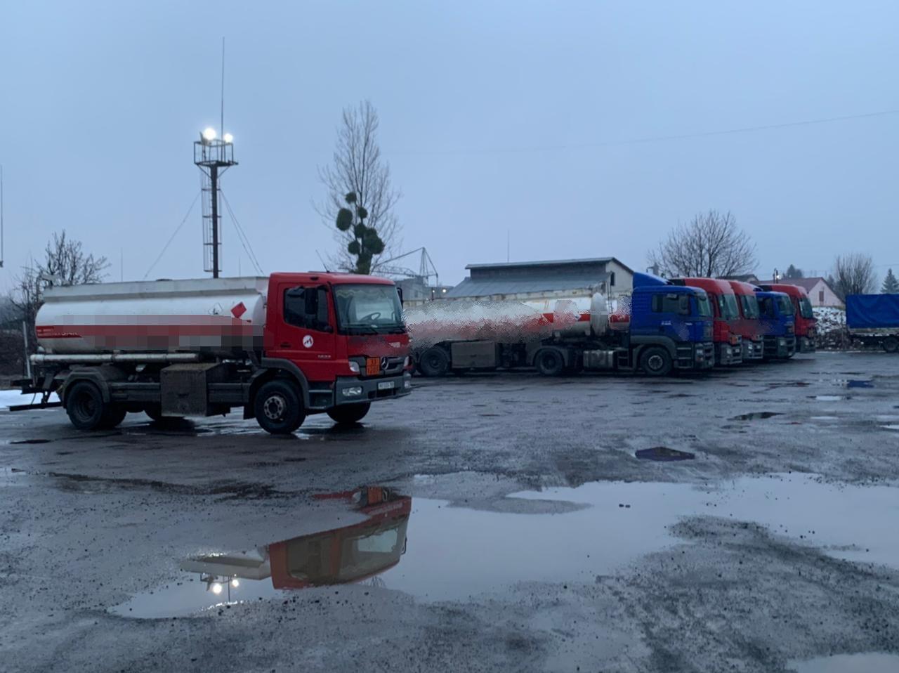 Сотрудники полиции Закарпатья совместно с сотрудниками УБУ под процессуальным руководством прокуратуры разоблачили группу лиц, которые продавали контрафактную продукцию.