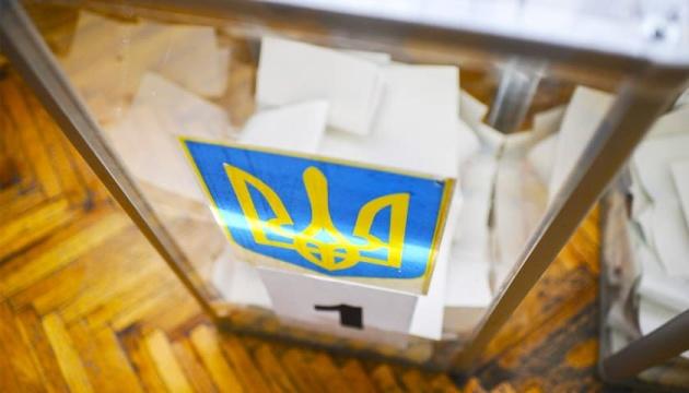 Члени комісії незаконно видали бюлетені для голосування.