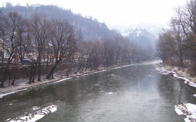 У гірській річці на Закарпатті виявили труп людини
