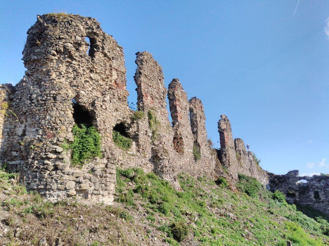 Руины Хустского замка одна из главных изюминок Закарпатья.