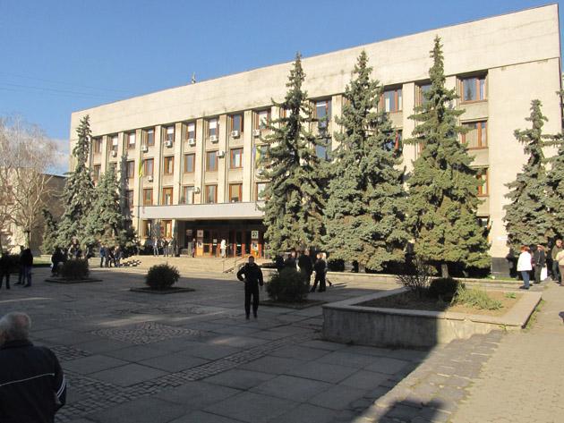 У четвер, 28 березня, у великій залі Ужгородської міської ради відбудеться перше пленарне засідання чергової сесії.